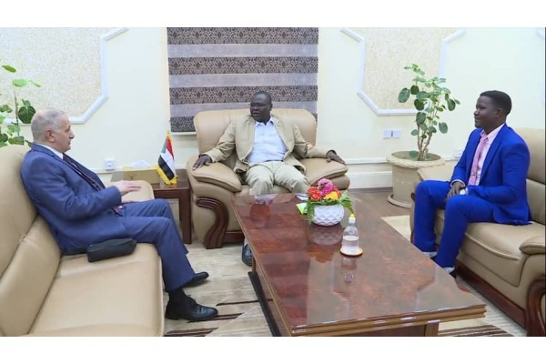 بروفسير تاور المجلس السيادي يلتقي السفير عماد طارق الجنابي رئيس المجلس العربي الإفريقي للتكامل والتنمية